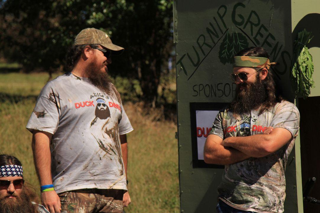 Willie zu unterstützen, ist Ehrensache: Justin Martin (l.) und Willie`s Bruder Jep (r.) ... - Bildquelle: 2013 A+E Networks
