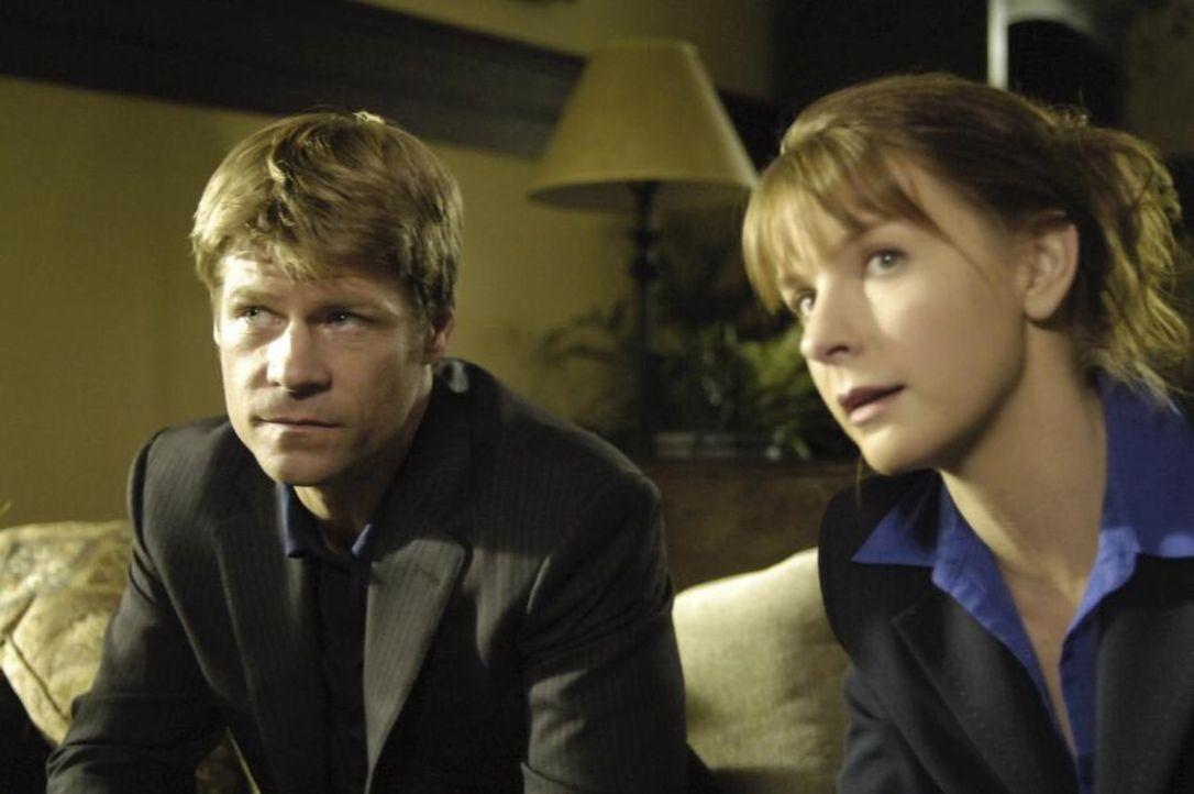 Eine Mordserie bringt Tom (Joel Gretsch, l.) und Diana (Jacqueline McKenzie, r.) auf die Spur von Darren Piersahl, der eigentlich im Irak-Krieg gefa... - Bildquelle: Viacom Productions Inc.