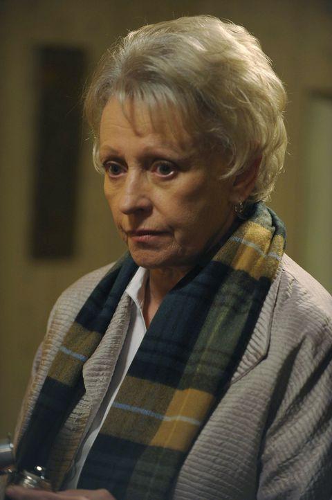 Weiß die ehemalige Warehouse-Agentin Rebecca (Roberta Maxwell) mehr als sie zugibt? - Bildquelle: Philippe Bosse SCI FI Channel