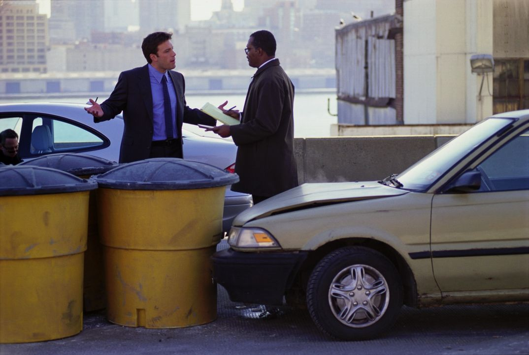 Als der Familienvater Doyle Gipson (Samuel L. Jackson) auf dem Highway beim Spurwechsel einen kleinen Unfall baut, verpasst er seinen Prozess vor Ge... - Bildquelle: Kerry Hayes TM & Copyright   2002 by Paramount Pictures. All Rights Reserved.