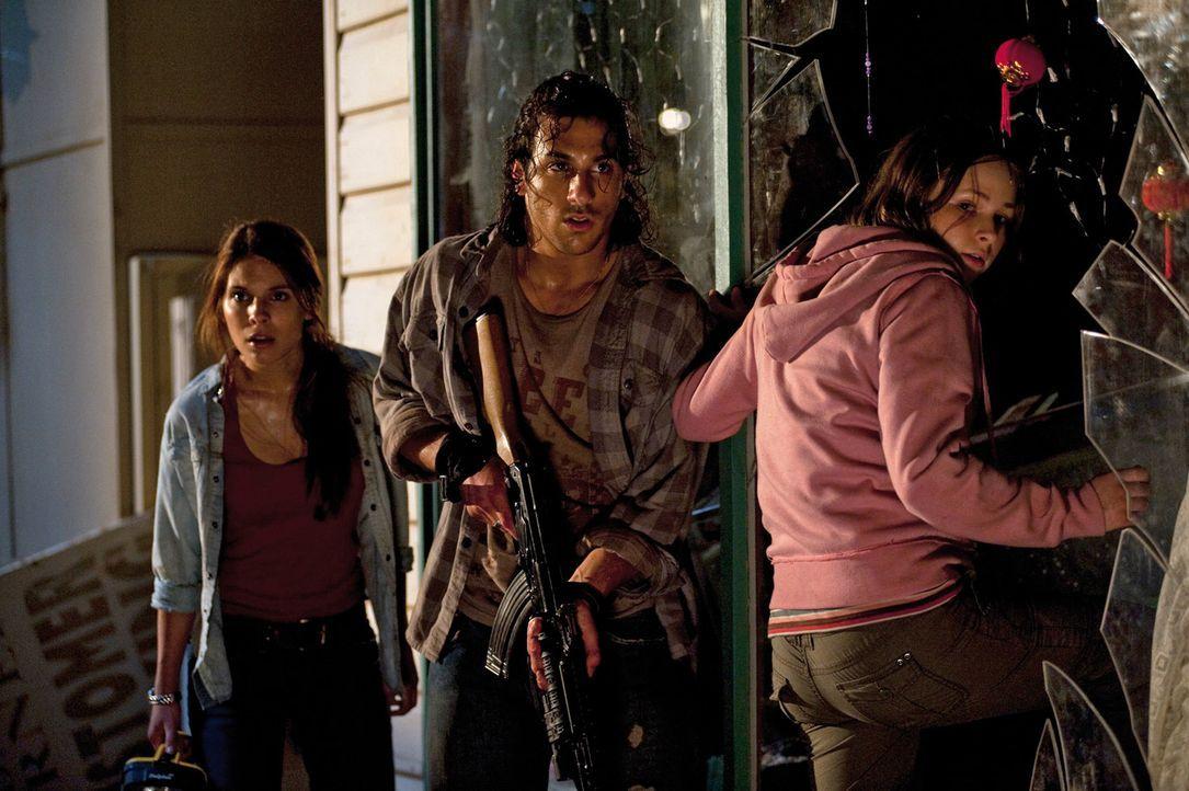 Wagen das schier Unmögliche: (v.l.n.r.) Ellie (Caitlin Stasey), Homer (Deniz Akdeniz) und Robyn (Ashleigh Cummings) ... - Bildquelle: Splendid Film