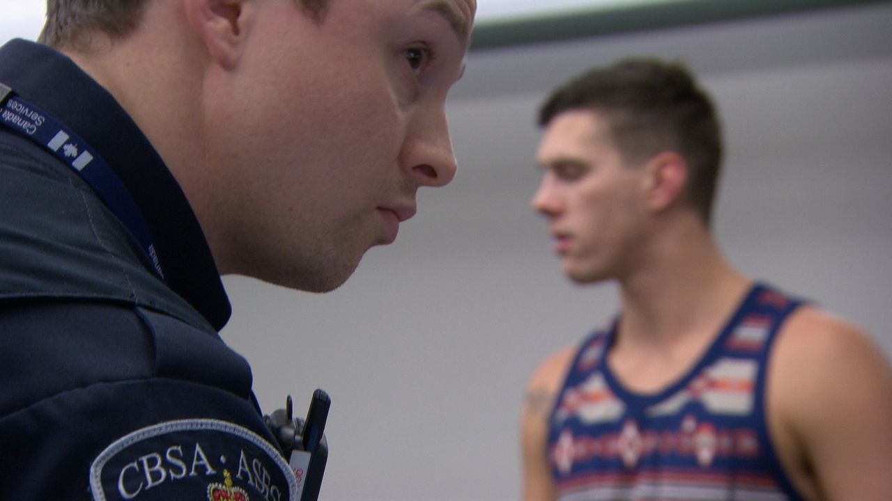 Die Grenzbeamten haben erprobte Spürnasen und wissen genau, wer sich verdächtig macht. - Bildquelle: Force Four Entertainment / BST Media 2 Inc.