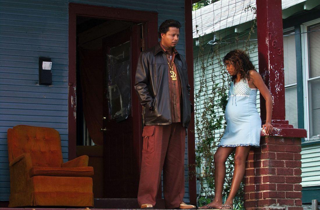 Die hochschwangere Shug (Taraji P. Henson, r.) macht sich Sorgen um Djay (Terrence Dashon Howard, l.), der mal wieder in dubiose Geschäfte verwickel... - Bildquelle: 2005 by PARAMOUNT PICTURES. All Rights Reserved.