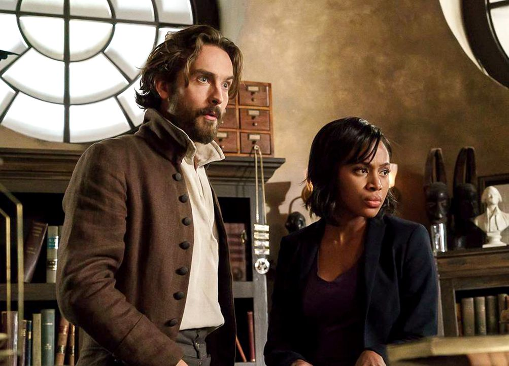 Während Crane (Tom Mison, l.) nach einer Waffe sucht, um die Zahnfee zu töten, stattet Pandora Abbie (Nicole Beharie, r.) einen unerwarteten Besuch... - Bildquelle: 2015-2016 Fox and its related entities.  All rights reserved.