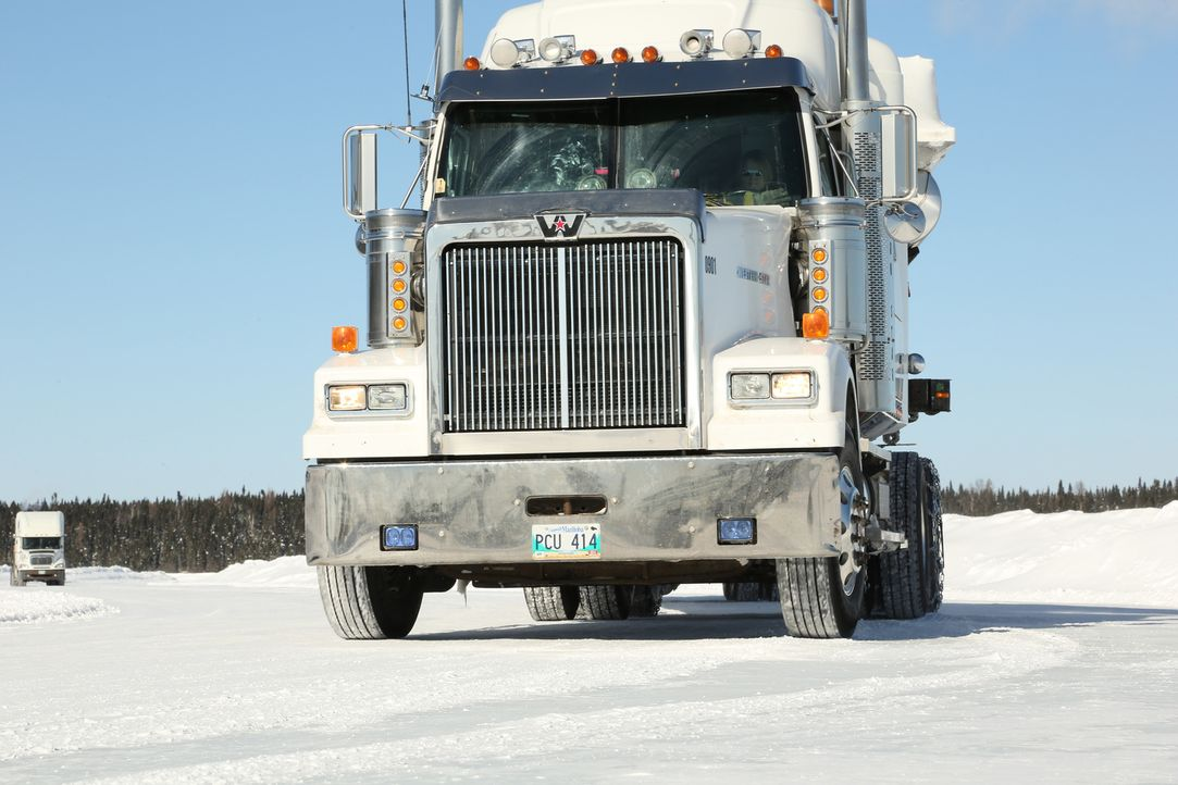 Gewaltige Schneestürme und bis zu 50 Zentimeter Neuschnee sorgen für Chaos b... - Bildquelle: 2014 A+E Networks, LLC