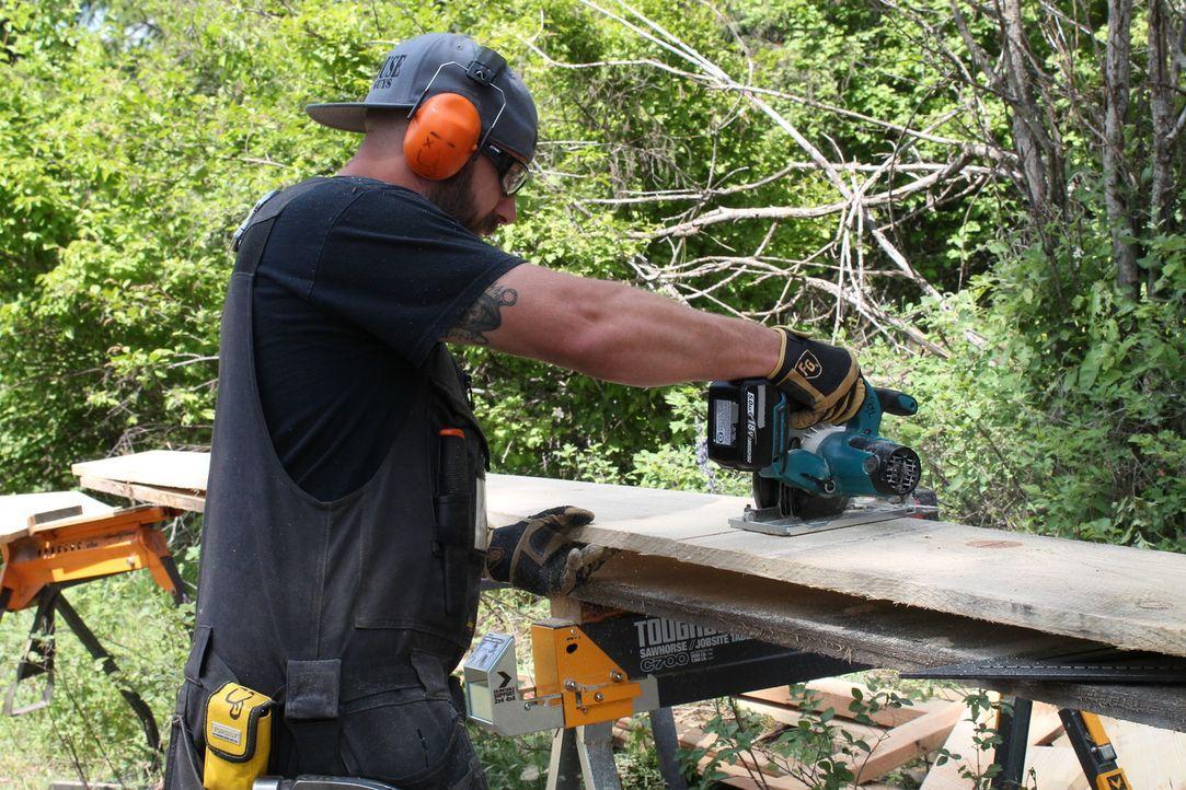 Ka-V (Bild) und seine Baumhaus-Männer bauen in Idaho für ihre Kunden Lynn und Andrew ein spektakuläres Baumhaus, indem sich die Globetrotter von ihr... - Bildquelle: 2016,DIY Network/Scripps Networks, LLC. All Rights Reserved