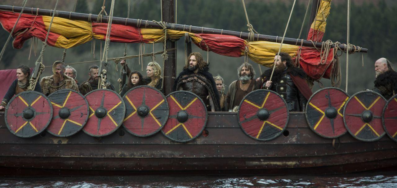 Trotz vieler Ungereimtheiten und Feindseligkeiten unter den Wikinger gibt es ein gemeinsames Ziel: Rache an den Engländern für Ragnar. Doch wie wird... - Bildquelle: 2016 TM PRODUCTIONS LIMITED / T5 VIKINGS III PRODUCTIONS INC. ALL RIGHTS RESERVED.
