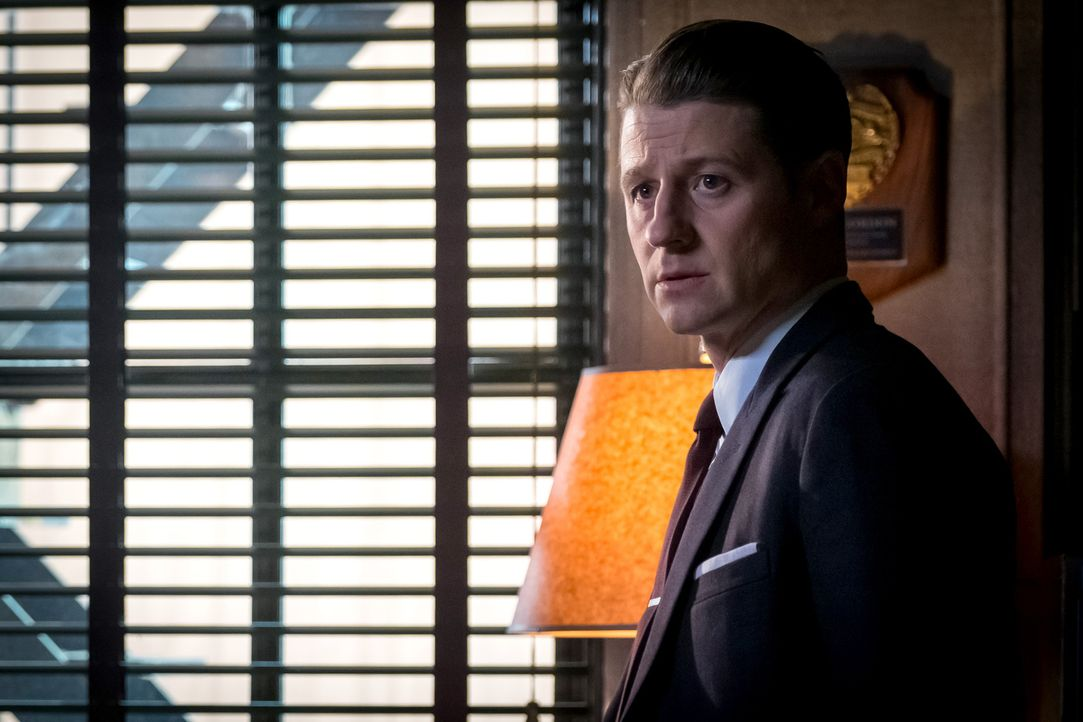 Jeden Tag, an dem Gordon (Ben McKenzie) die Arkham-Insassen nicht einfangen kann, machen es den Polizisten schwerer. Schließlich fasst er einen unge... - Bildquelle: 2017 Warner Bros.