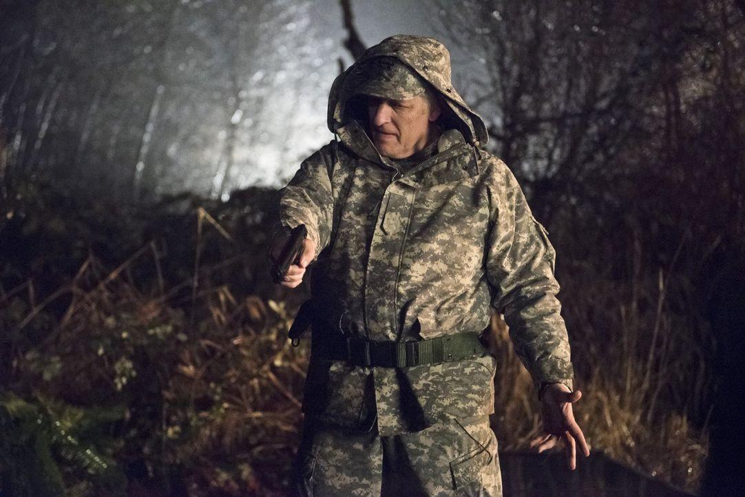 General Wade Eiling (Clancy Brown) schreckt vor nichts und niemandem zurück, wenn es darum geht, Firestorm aufzuspüren ... - Bildquelle: Warner Brothers.
