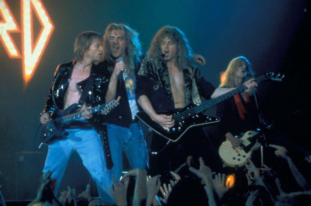 Die lange Bandgeschichte der britischen Hard-Rock-Formation Def Leppard ist von vielen Erfolgen, aber auch von Rückschlägen und schlimmen Ereignisse... - Bildquelle: 2001 PARAMOUNT PICTURES