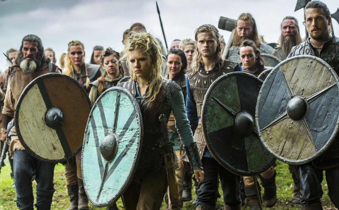 Ragnar zeigt sich immer noch tief betrübt vom Tod Athelstans und entschließt sich deshalb zu einem ganz besonderen Schritt, während Lagertha (Kather... - Bildquelle: 2015 TM PRODUCTIONS LIMITED / T5 VIKINGS III PRODUCTIONS INC. ALL RIGHTS RESERVED.