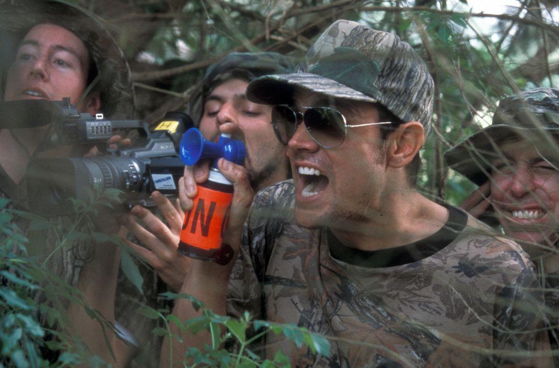 Johnny Knoxville, 2.v.r. unternimmt alles, um sich möglichst schwere Verletzungen zuzufügen. Er verpasst sich selbst Elektroschocks, stellt sich une... - Bildquelle: Paramount Pictures