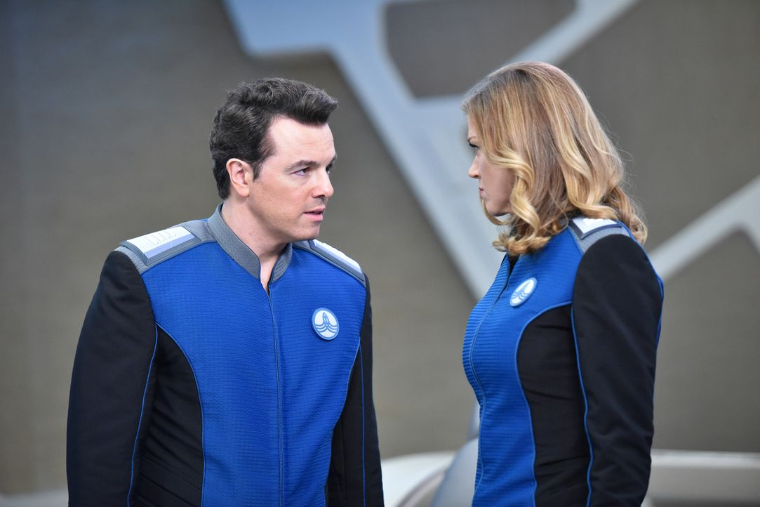 Macht sich Kelly (Adrianne Palicki, r.) wirklich Sorgen um die Sicherheit der USS Orville oder ist sie einfach nur eifersüchtig, weil sich Ed (Seth... - Bildquelle: Michael Becker 2017 Fox and its related entities. All rights reserved. / Michael Becker