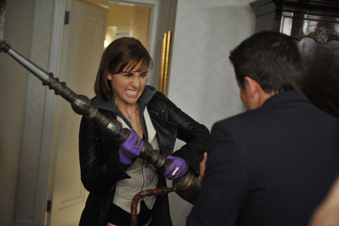 Claudia Donovan (Allison Scagliotti) - Bildquelle: Steve Wilkie 2012 Universal Network Television LLC. ALL RIGHTS RESERVED. / Steve Wilkie