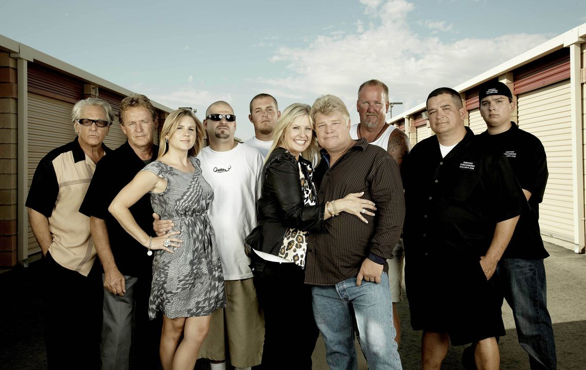 (v.l.n.r.) Barry Weiss; Brad Whitford; Brandi Passante; Jarrod Schulz; Brandon Sheets; Laura Dotson; Dan Dotson; Darrel Sheets; Dave Hester; John Pe... - Bildquelle: 2010 A&E Television Networks.   All Rights Reserved.