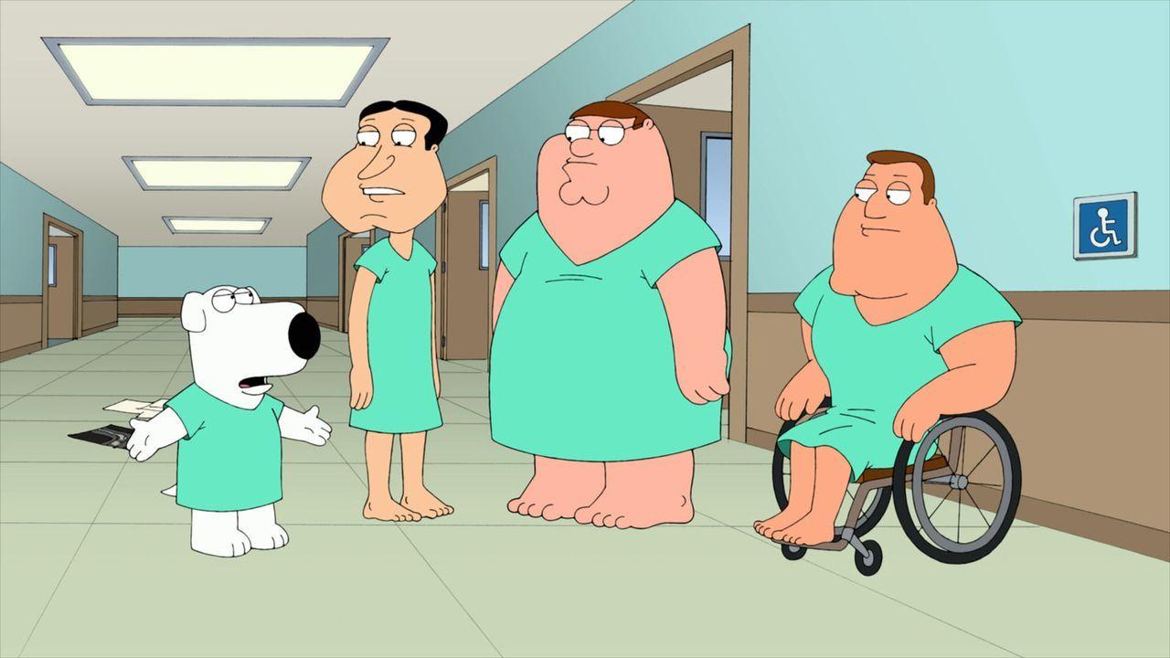 Als Peter (2.v.r.), Brian (l.), Quagmire (2.v.l.) und Joe (r.) nach einem Unfall im Krankenhaus zu sich kommen, haben sie ihr Gedächtnis verloren un... - Bildquelle: 2011 Twentieth Century Fox Film Corporation. All rights reserved.