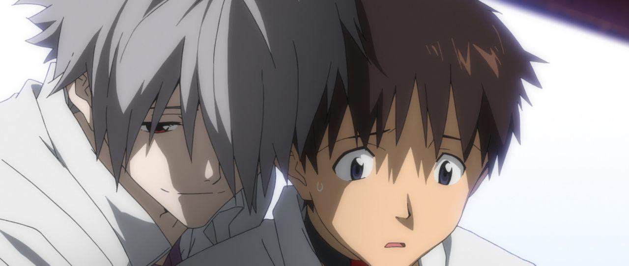 Ausgerechnet mit Kaworu (l.) muss Shinji (r.) in dem wiederaufgebauten EVA kämpfen ... - Bildquelle: khara, GAINAX. All rights reserved