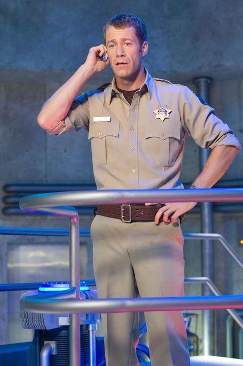 In Eureka geht es mal wieder drunter und drüber: Carter (Colin Ferguson) sorgt für Ordnung ... - Bildquelle: Universal Television
