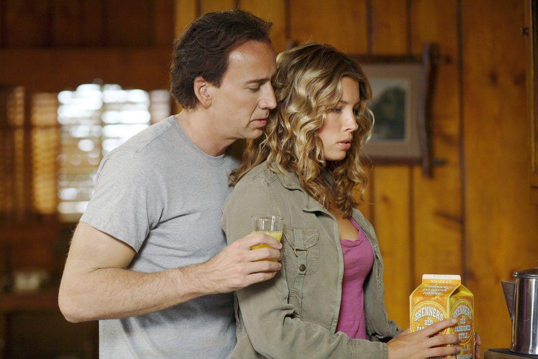 Statt L.A. vor einer Bombe zu retten, verbringt Cris Johnson (Nicolas Cage, l.) seine Zeit lieber mit seiner Freundin (Jessica Biel, l.) im Grand Ca... - Bildquelle: t   2007 Paramount pictures. All Rights Reserved.