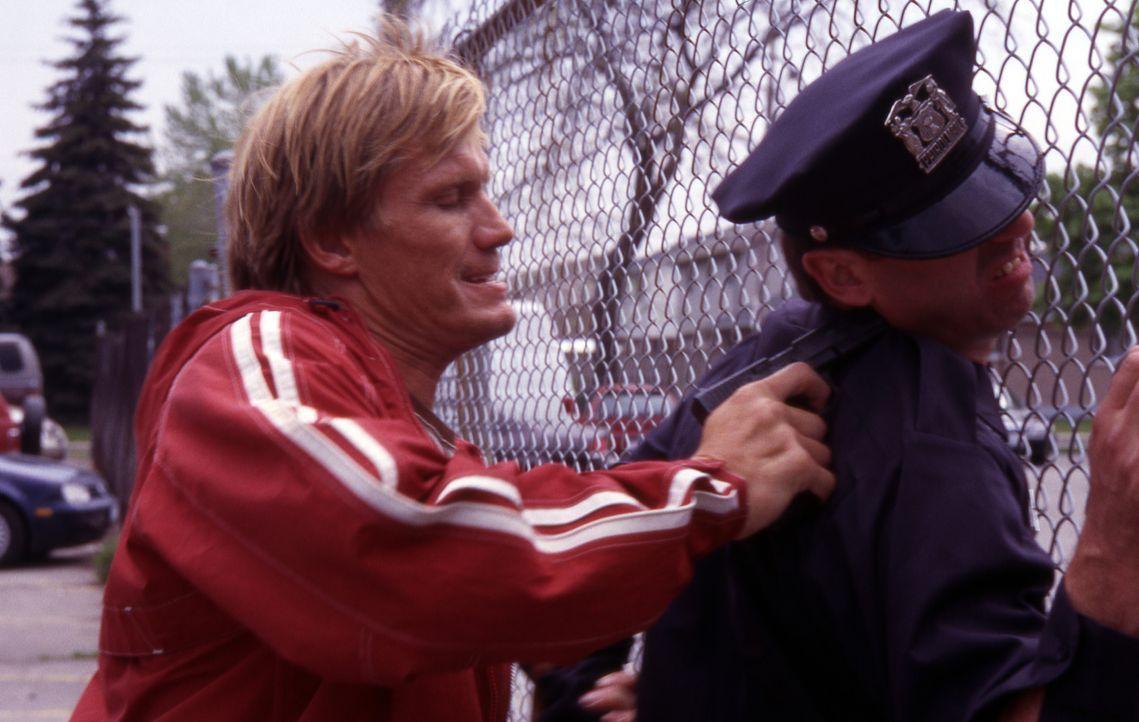 Als Mordfahnder bei der Direct Action Unit von Los Angeles kennt Officer Frank Gannon (Dolph Lundgren, l.) nicht nur alle Tricks der bösen Buben, so... - Bildquelle: Nu-Image Films