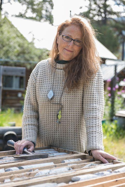 Die Geologin Lesley Hunt unterstützt die Bunce bei ihrer Suche nach Jade ... - Bildquelle: JADE PRODUCTIONS LTD.