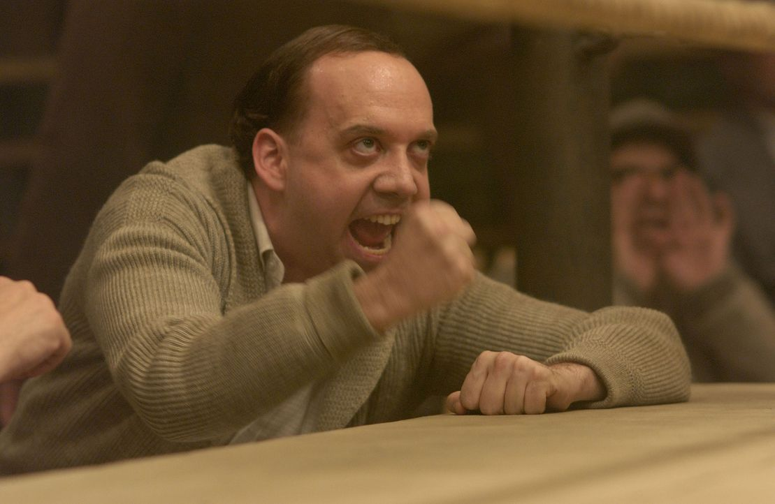 Der entscheidende Kampf neigt sich dem Ende zu und Box-Manager Joe Gould (Paul Giamatti) ist mit Feuereifer dabei ... - Bildquelle: Universal Pictures-Miramax Films-Imagine Entertainment. All Rights Reserved.