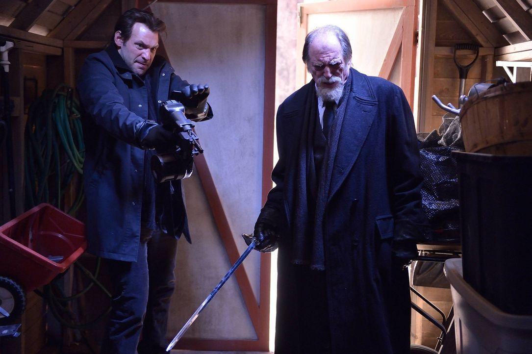 Eph (Corey Stoll, l.) und Abraham (David Bradley, r.) machen sich gemeinsam auf die Suche nach weiteren Vampiren ... - Bildquelle: 2014 Fox and its related entities. All rights reserved.