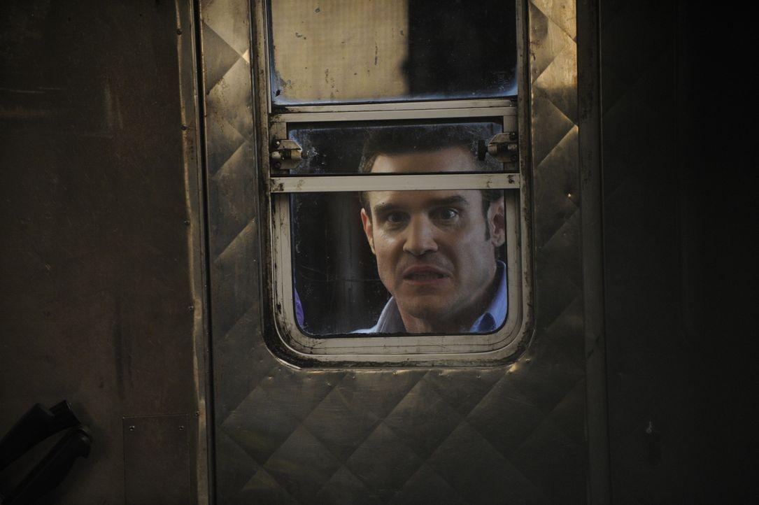 Pete Lattimer (Eddie McClintock) - Bildquelle: Steve Wilkie/Syfy