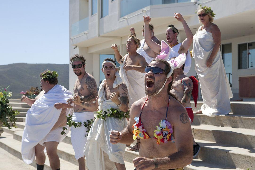 Ein waghalsiger Stunt braucht den richtigen Rahmen und begeistertes Publikum: Chris Pontius (vorne r.) und die anderen Jungs bieten beides ... - Bildquelle: 2010 PARAMOUNT PICTURES. ALL RIGHTS RESERVED.