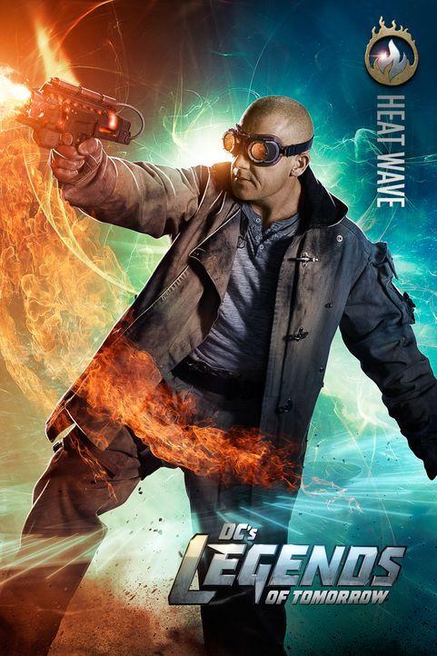 Eigentlich wollte der Schurke Mick Rory alias Heat Wave (Dominic Purcell) seine spezielle Waffe für kriminelle Machenschaften nutzen, doch als der T... - Bildquelle: 2015 Warner Bros.