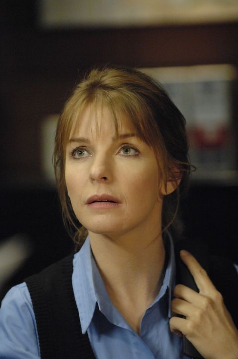 Diana (Jacqueline McKenzie) will für die Suche nach April vorübergehend ihren alten Job zurück ... - Bildquelle: Viacom Productions Inc.
