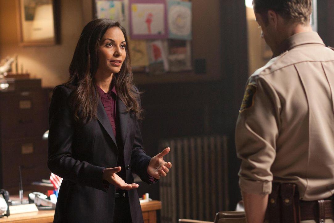 Merkwürdige Dinge geschehen in Eureka: Allison (Salli Richardson-Whitfield, l.) und Carter (Colin Ferguson, r.) ... - Bildquelle: Universal Television