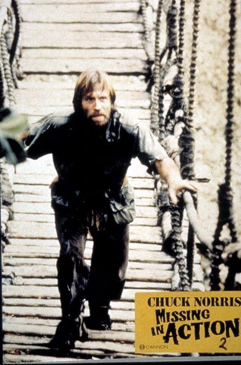 Colonel Braddock (Chuck Norris) gelingt nach acht-jähriger Gefangenschaft die Flucht aus einem vietnamesischen Kriegsgefangenenlager ... - Bildquelle: TM &   Metro-Goldwyn-Meyer Studios Inc. All Rights Reserved.