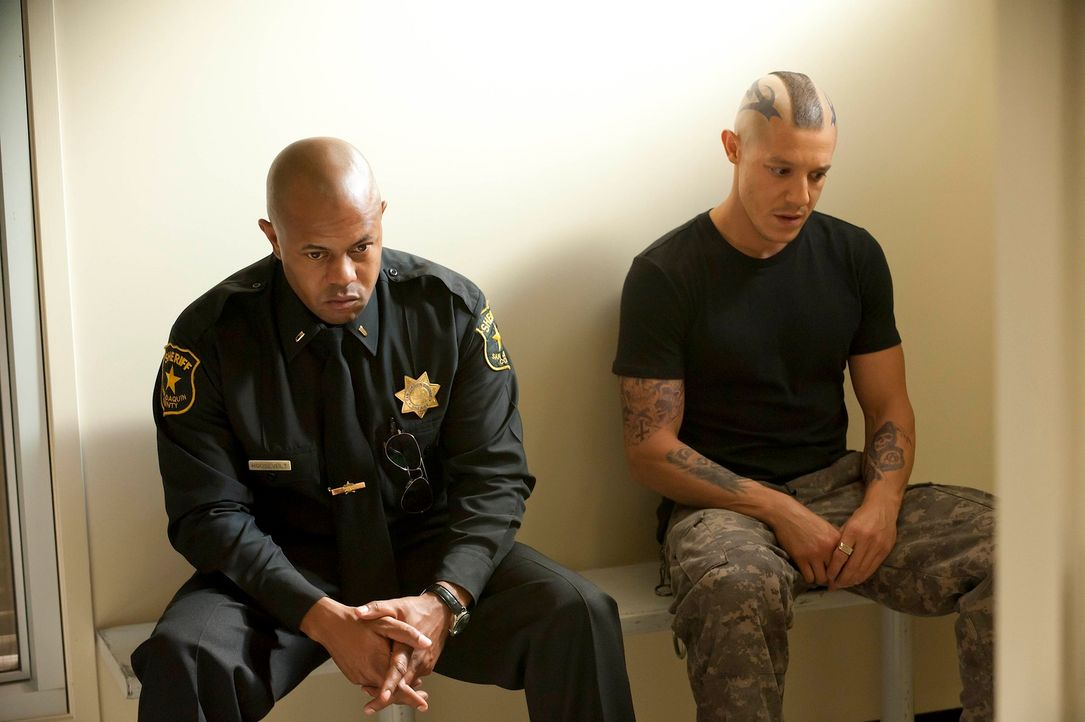 Sie setzen ihr Leben aufs Spiel: Roosevelt (Rockmond Dunbar, l.) und Juice (Theo Rossi, r.) ... - Bildquelle: 2011 Twentieth Century Fox Film Corporation and Bluebush Productions, LLC. All rights reserved.