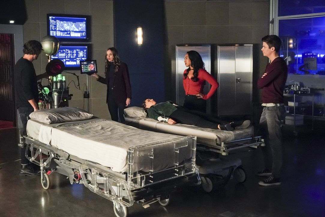 (v.l.n.r.) Sherloque (Tom Cavanagh); Caitlin (Danielle Panabaker); Nora (Jessica Parker Kennedy); Iris (Candice Patton); Barry (Grant Gustin) - Bildquelle: Shane Harvey 2018 The CW Network, LLC. All rights reserved.