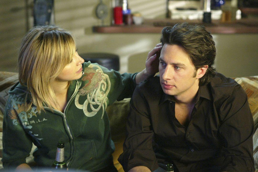 J.D. (Zach Braff, r.) übernimmt für Elliot (Sarah Chalke, l.) einen Job als Clown in der Kinderabteilung - sie ist so gerührt, dass sie aus lauter D... - Bildquelle: Touchstone Television