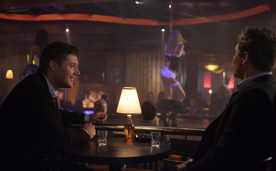 In Iowa ermorden Männer scheinbar grundlos ihre Ehefrauen. Bei ihren Ermittlungen finden Sam (Jared Padalecki, r.) und Dean (Jensen Ackles, l.) hera... - Bildquelle: Warner Bros. Television