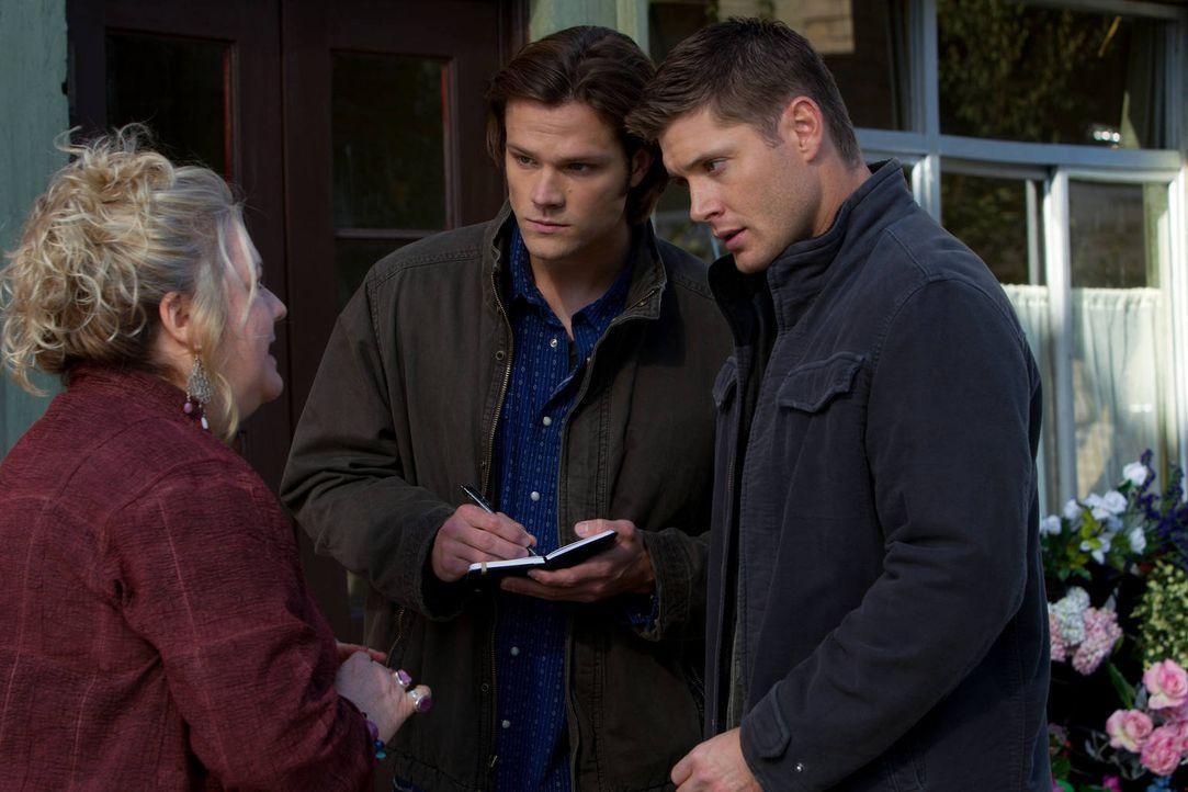 Sam (Jared Padalecki, M.) und Dean (Jensen Ackles, r.) scheinen Außerirdischen auf der Spur zu  sein. Sie finden aber schnell heraus, dass es sich t... - Bildquelle: Warner Bros. Television