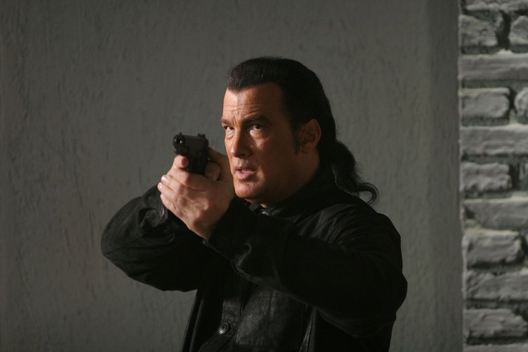 Seine Gegner haben nicht damit gerechnet, dass er sich nicht kampflos geschlagen gibt: Marshall Lawson (Steven Seagal) ... - Bildquelle: Sony Pictures Home Entertainment