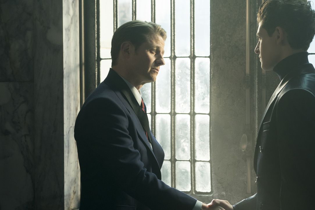 James Gordon (Ben McKenzie, l.); Bruce Wayne alias Batman (David Mazouz, r.) - Bildquelle: Barbara Nitke 2019 Fox Media LLC / Barbara Nitke