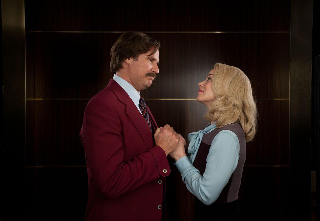 Ausgerechnet seine Frau Veronica (Christina Applegate, r.) verrät Ron (Will Ferrell, l.), indem sie einen Job annimmt, der ihm direkt Konkurrenz mac... - Bildquelle: Gemma Lamana MMXIII Paramount Pictures Corporation.  All Rights Reserved.