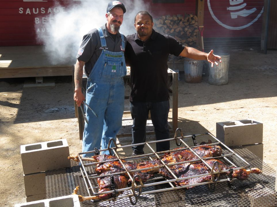Ted Prater (l.); Roger Mooking (r.) - Bildquelle: 2017, Television Food Network, G.P. All Rights Reserved.