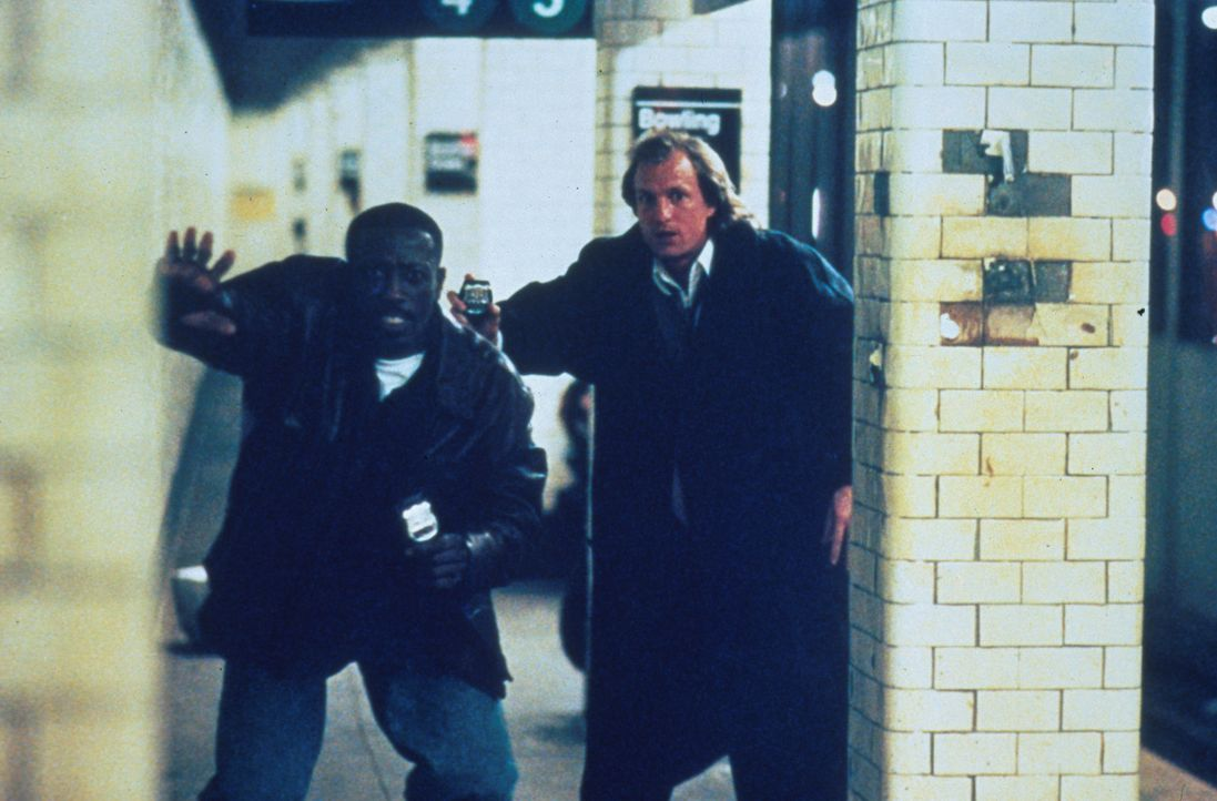 Gemeinsam ist ihnen nur der Job. Als unschlagbares Team der New Yorker Polizei sind die Adoptivbrüder Charlie (Woody Harrelson, r.) und John (Wesley... - Bildquelle: Columbia Tristar