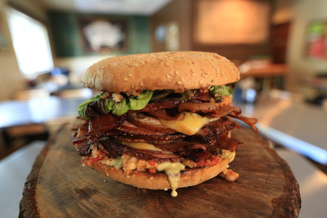 """Bekannt für die Creole und Cajun inspirierten Schweinefleischgerichte ist im """"City Pork"""" das """"Hog Wild Sandwich"""" ein absolutes Muss - auch für Josh... - Bildquelle: 2017,Television Food Network, G.P. All Rights Reserved"""