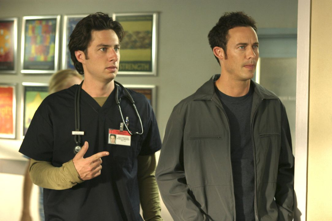 J.D.'s (Zach Braff, l.) nichtsnutziger Bruder Dan (Tom Cavanagh, r.) ist wieder in der Stadt, und obwohl diese Tatsache allein ihn schon ziemlich ne... - Bildquelle: Touchstone Television