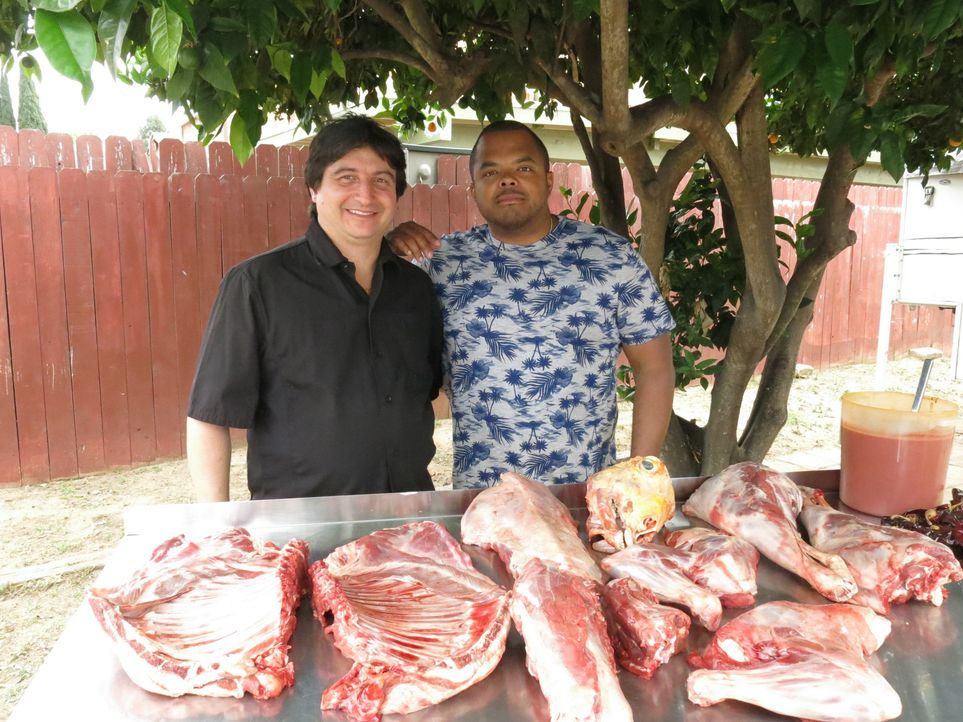 Roger Mooking (r.) - Bildquelle: 2015,Cooking Channel, LLC. All Rights Reserved.