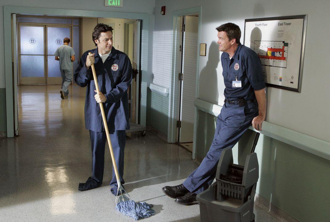 Verliert J.D. (Zach Braff, l.) die Wette, die er mit dem Hausmeister (Neil Flynn, r.) eingeht, muss er einen Tag mit dem Mob herumlaufen ... - Bildquelle: Touchstone Television
