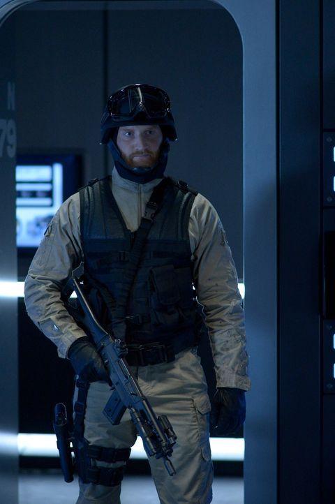 Ist Lt. Klein (Christian Jadah) seiner Chefin wirklich vollkommen hörig? - Bildquelle: 2014 Sony Pictures Television Inc. All Rights Reserved.