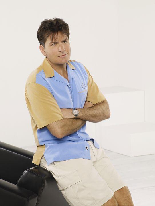(6. Staffel) - Charlie Harper (Charlie Sheen) ist ein ziemlich erfolgreicher Produzent von Werbespots und Jingles. Doch sein Privatleben verläuft eh... - Bildquelle: Warner Brothers Entertainment Inc.