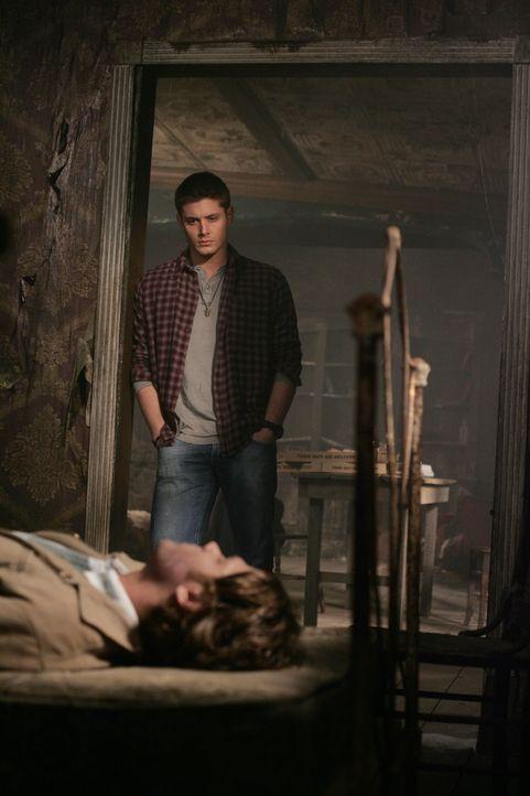 Nach dem Kampf zwischen Jake und Sam (Jared Padalecki, vorne) muss Dean (Jensen Ackles, hinten) für seinen Bruder das ultimative Opfer leisten ... - Bildquelle: Warner Bros. Television